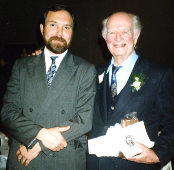 Thomas Hager and Linus Pauling.