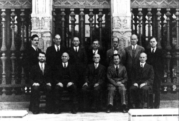 Group Photo of Chemistry Faculty at Caltech