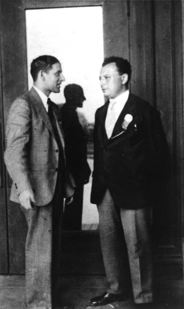 Samuel Goudsmit and Wolfgang Pauli at a Caltech physics meeting