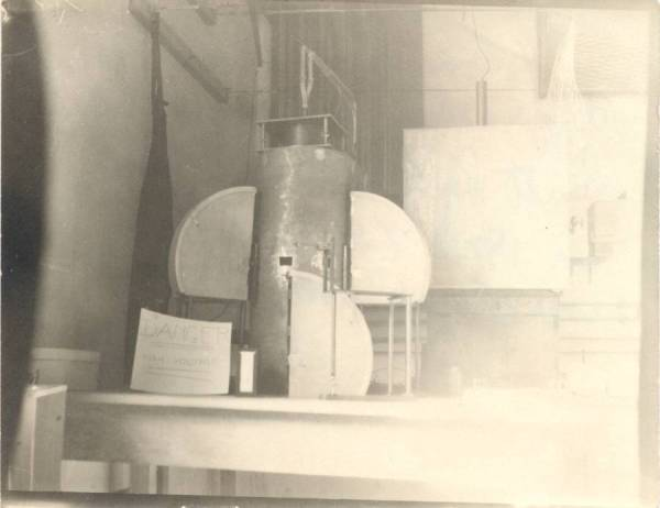 X-ray powder diffraction apparatus built by Linus Pauling.