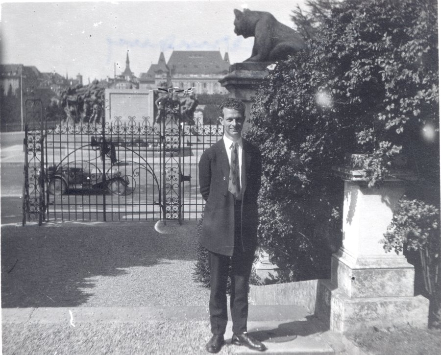 Linus Pauling in Germany.