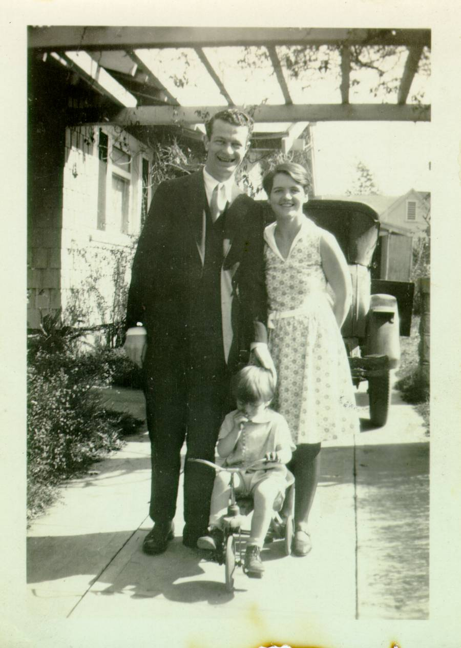Linus, Ava Helen, and Linus Pauling Jr. posing in their driveway.