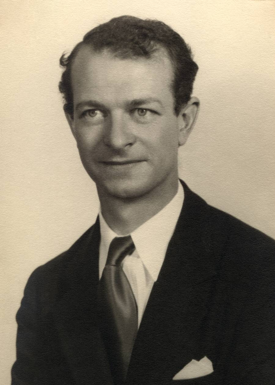 Portrait of Linus Pauling.