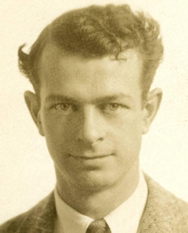 Studio portrait of Linus Pauling.