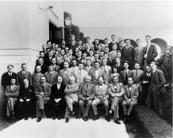 Group photo of the Caltech Department of Physics Faculty and Graduate Students.