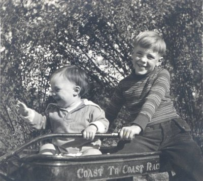 Peter Pauling and Linus Pauling, Jr.Picture. 1931