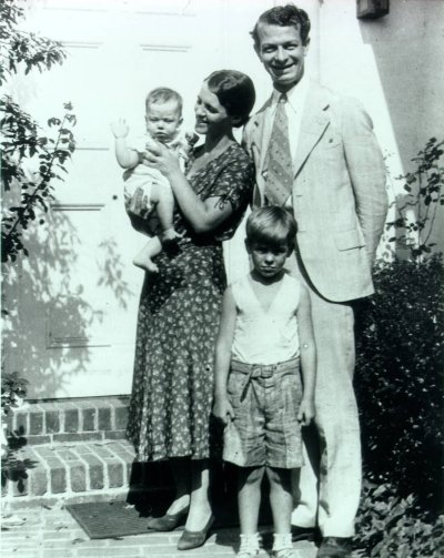 Peter and Ava Helen Pauling, Linus Pauling, Jr. and Linus Pauling.Picture. 1931