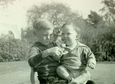 Linus Pauling, Jr. and Peter Pauling.Picture. 1931