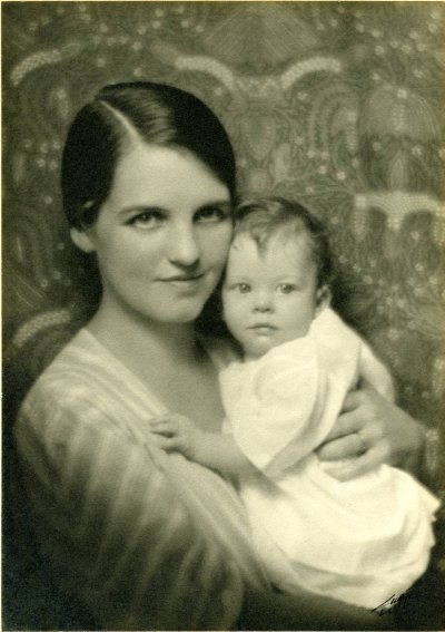 Ava Helen and Linda Pauling. Picture. 1932