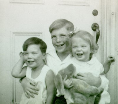 Peter, Linus, Jr. and Linda Pauling. Picture. 1933