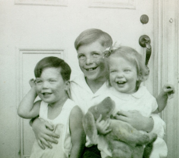 Peter, Linus, Jr. and Linda Pauling. Picture.