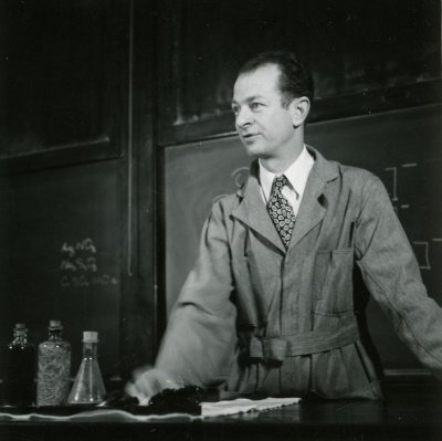 Linus Pauling in lecture at the California Institute of Technology. [?] Picture. 1935
