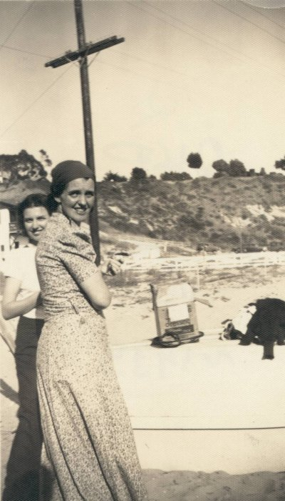 An unidentified woman and Ava Helen Pauling, Corona del Mar, California. Picture. 1935
