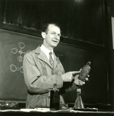Linus Pauling, in lecture at California Institute of Technology. Picture. 1935
