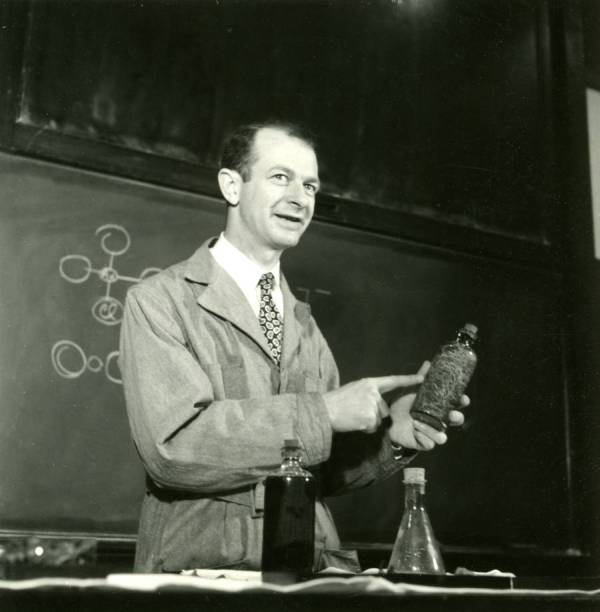 Linus Pauling, in lecture at California Institute of Technology. Picture.