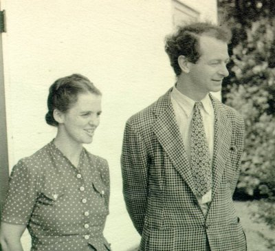 Ava Helen and Linus Pauling, in Madison, Wisconsin. Picture. July 1939