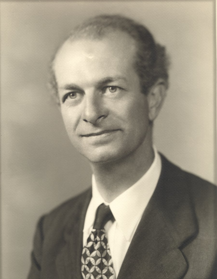 the life of linus carl pauling Life linus pauling was born in portland, oregon, in the united states his family came from a line of prussian farmers, and his father worked as a pharmaceuticals salesman, among other things.