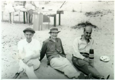 Jimmie Bell, Linus Pauling, and Laslo Zechmeister picnicking on the beach. Picture. 1940s