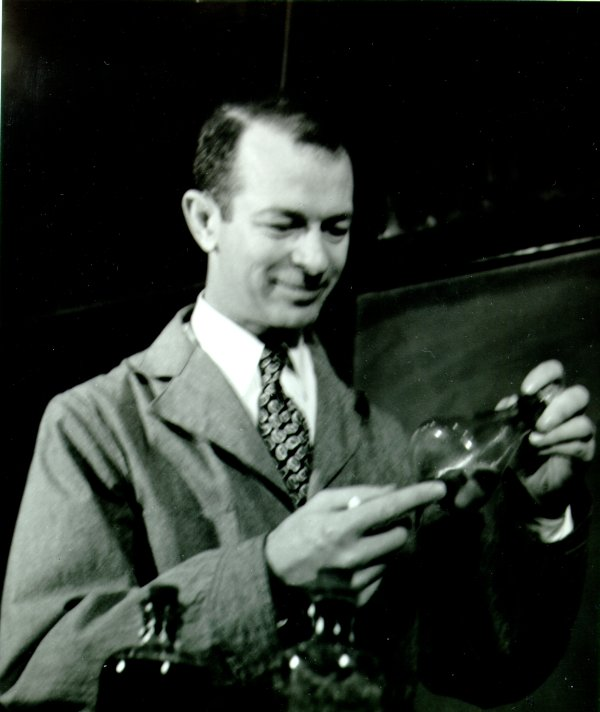 Linus Pauling in the laboratory.