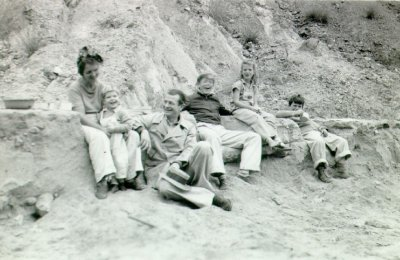 The Pauling family at the beach. Picture. 1940