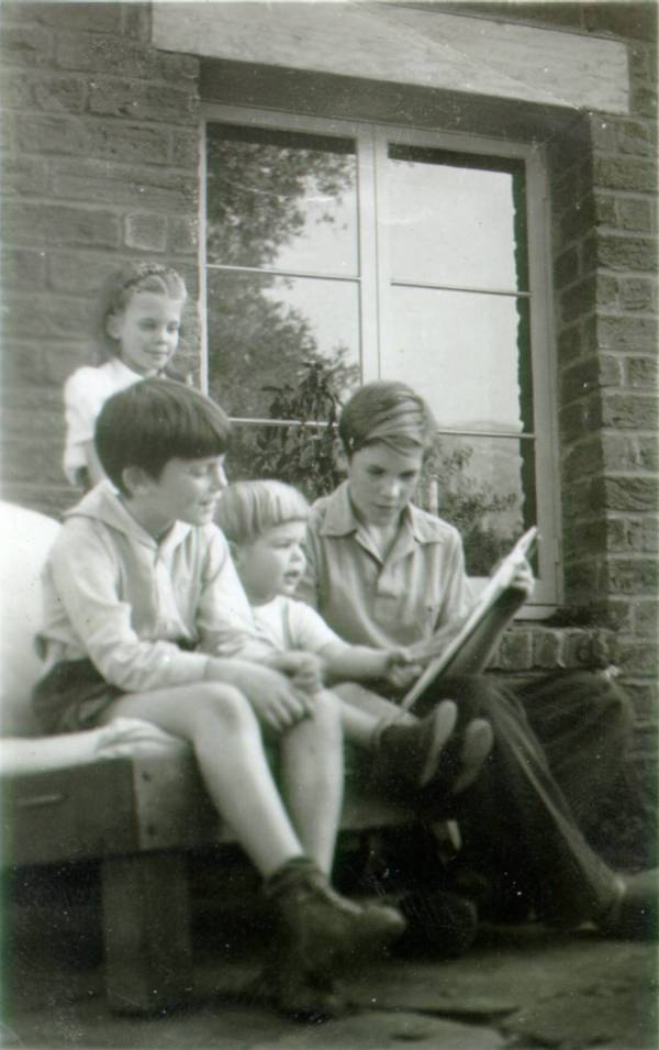 The Pauling children. Picture. 1940