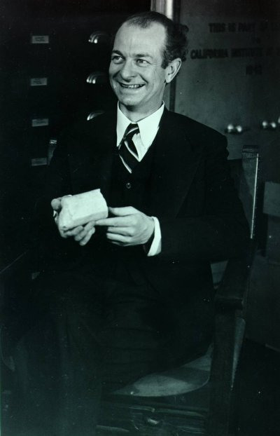 Linus Pauling in a Caltech laboratory, holding a rock specimen.Picture. 1942
