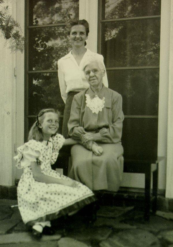 Ava Helen Pauling, Nora Gard Miller and Linda Pauling.Picture. 1942