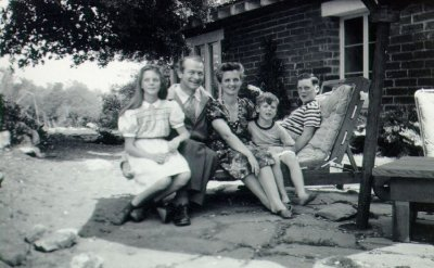 Linda, Linus, Ava Helen, Crellin and Peter Pauling. Picture. 1944