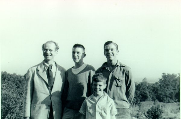 Linus Pauling with his sons - Peter, Crellin and Linus, Jr.