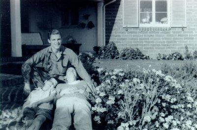Linus Pauling, Jr., Crellin Pauling and Peter Pauling.Picture. 1946