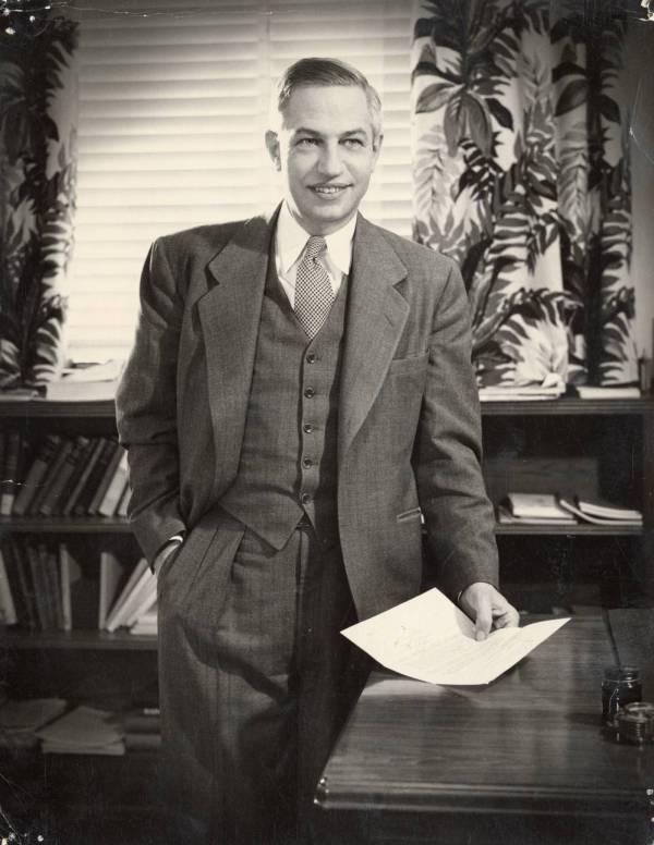 Portrait of Lee A. DuBridge.
