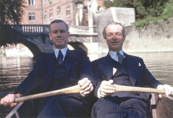 Linus Pauling and Lord Alexander R. Todd. Cambridge, England.