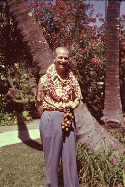 Linus Pauling in Hawaii. Picture. 1948