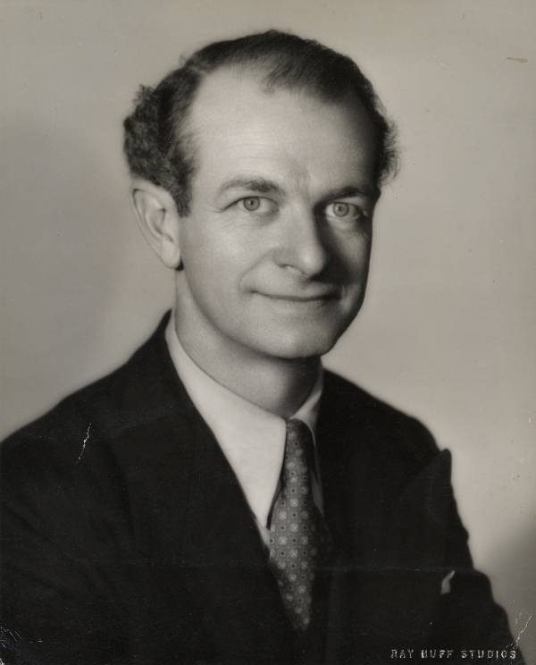 Portrait of Linus Pauling.