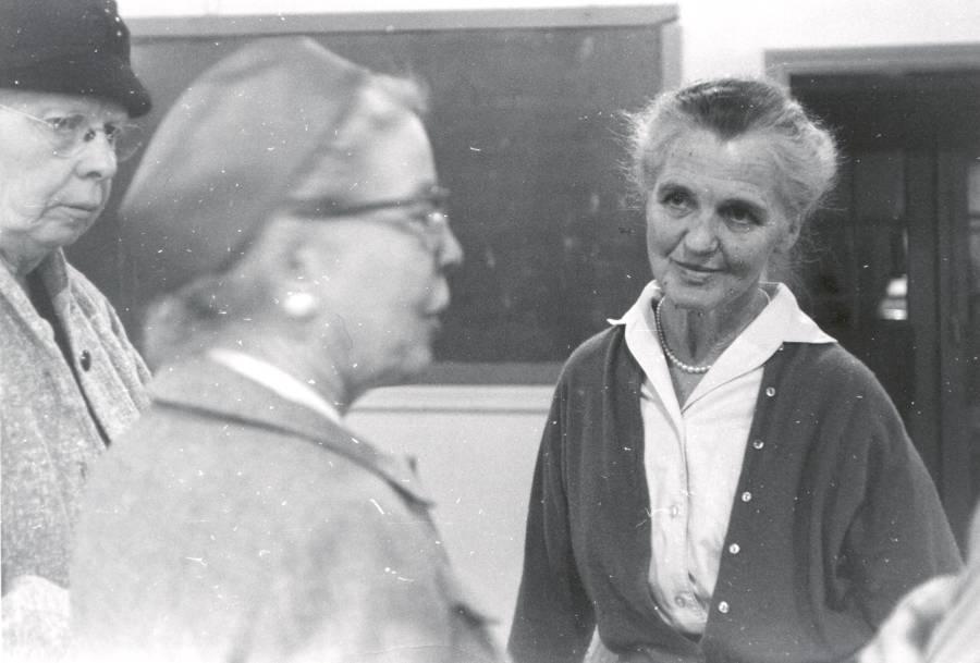 Ava Helen Pauling.
