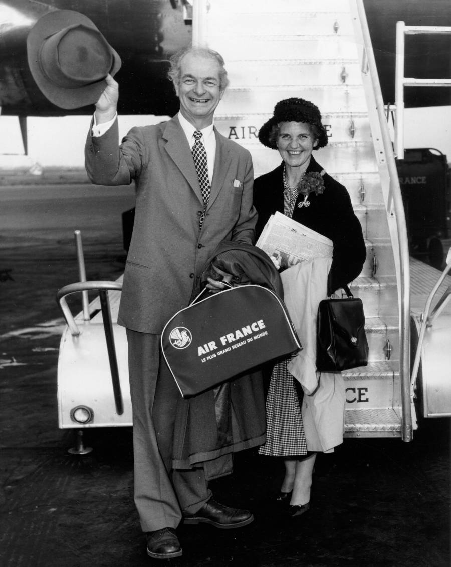 Linus and Ava Helen Pauling, preparing to board an Air France flight.