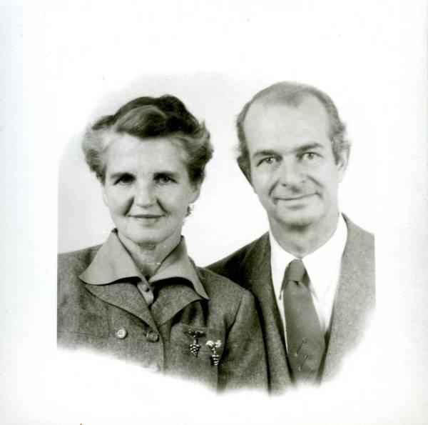 Ava Helen and Linus Pauling's passport photo.