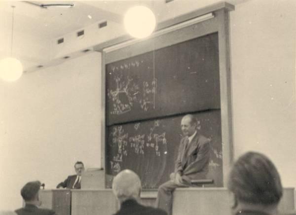Linus Pauling lecturing in Copenhagen, Denmark.