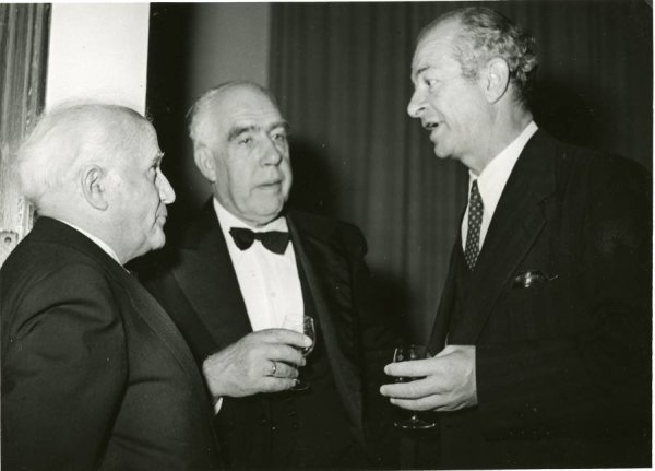 David Ben-Gurion, Niels Bohr and Linus Pauling at the King David Hotel, Jerusalem, Israel.