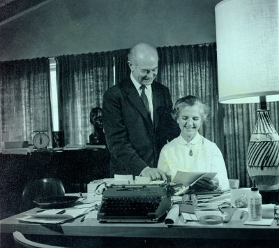 """Linus and Ava Helen Pauling working on """"An Appeal by American Scientists to the Government and Peoples of the World"""".Picture. 1957"""