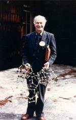 Linus Pauling holding models of the structure of water.