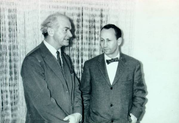 Linus Pauling and Norman Cousins at the Pauling family home, Pasadena.