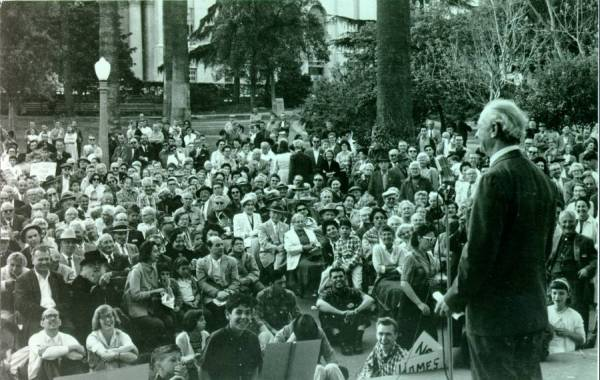 Linus Pauling speaking at a peace march in Westlake Park. Beverly Hills, California.