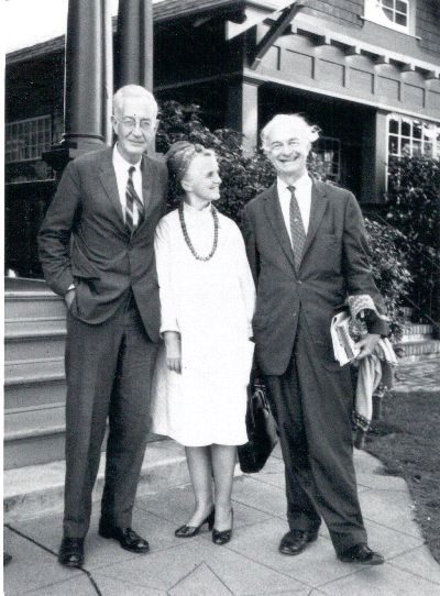 Linus and Ava Helen Pauling standing with Clifford Durr. Picture. 1963