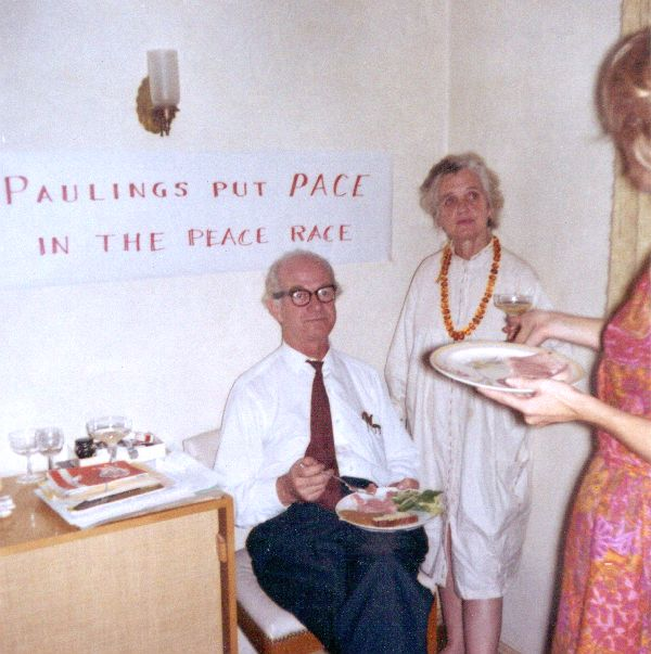"""Linus and Ava Helen Pauling with sign """"Paulings put Pace in the Peace Race.""""Picture. 1963"""