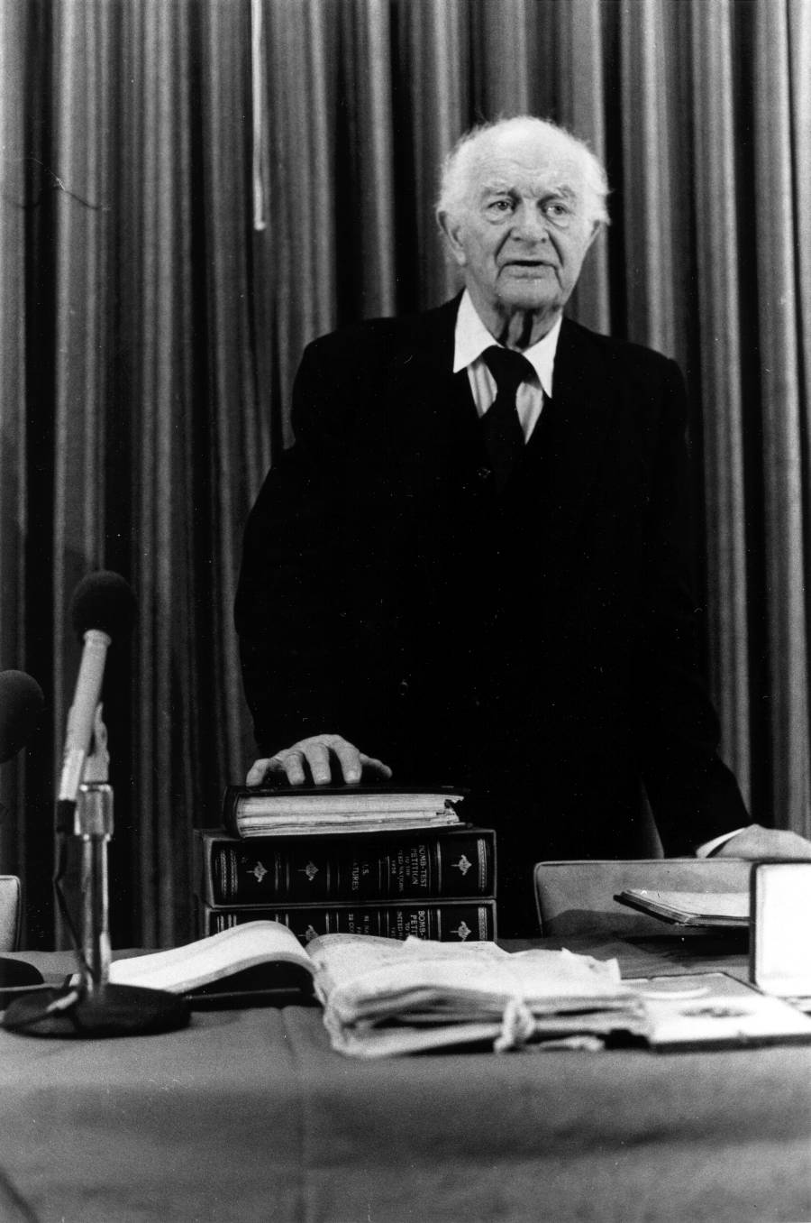 Linus Pauling speaking at Oregon State University with the United Nations Bomb Test petition.