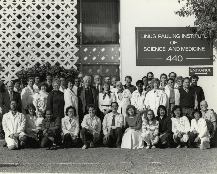 Group photo of the Linus Pauling Institute of Science and Medicine staff.