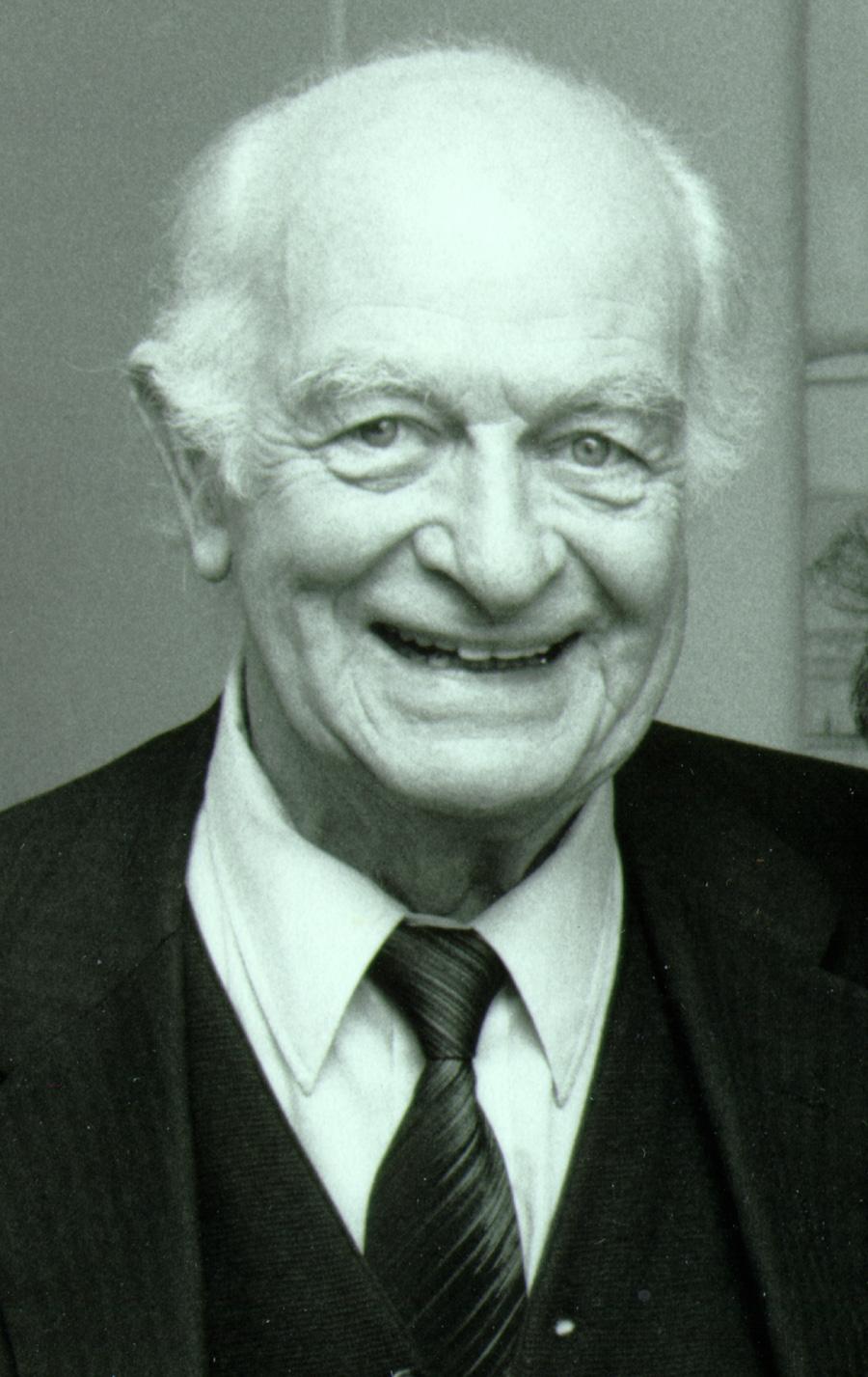Linus Pauling.