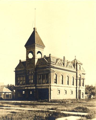 Corvallis City Hall located on 4th and Madison (southeast corner) before the Fire Station addition. It was built in 1892 and demolished in the 1950s.