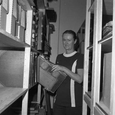 Sally Wilson pulling a volume from the shelf, ca. 1974. Wilson was chair of the Benton County Bicentennial Commission.
